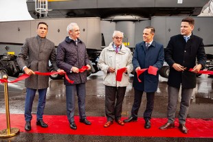 Representatives from Maritima del Maritima del Principado and Liebherr completed the symbolic ribbon cutting in front of the new LHM 600