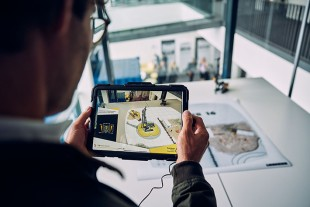 With the Liebherr AR experience, digital 3D data are projected onto your actual surroundings with the help of augmented reality.