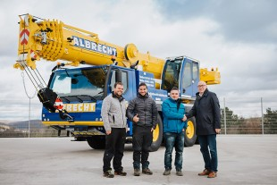 From left to right: Michael Haggenmüller, Magnus-Julian Albrecht, Andreas Albrecht (all from Albrecht Autokran GbR) and Wolfgang Sailer (Liebherr-Werk Ehingen GmbH) at the ceremony to hand over the LTM 1060-3.1 at the Liebherr Plant in Ehingen.