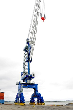 The new multi-purpose crane is mainly used for handling bulk and project cargo