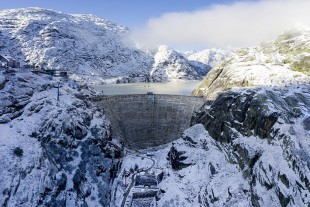Over the next six years, an enormous dam will be built at Lake Grimsel in the Bernese Alps, it will replace the 90-year-old, damaged dam already there.