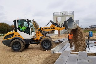 Liebherr provided a compact loader L 506 for the project (Photo © HSWT).