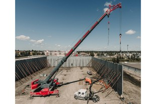 The LTM 1250-5.1 of Quickline Crane is mounting precast concrete components with erection jib and second hoist winch.