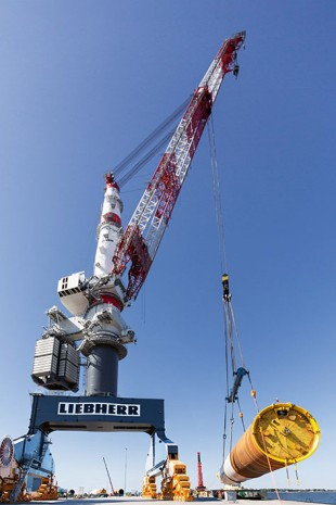 The Liebherr TCC 78000 lifts monopiles with a total weight of up to 810 tonnes and a length of more than 65 metres.