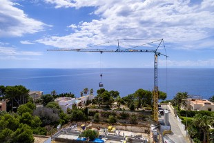 Liebherr 53 K fast-erecting crane in action for the construction of a family house in Mallorca.