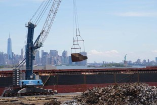 LHM 600 on the barge allows Sims Metal Management maximum flexibility by shipping the crane to different terminals.