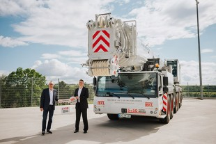 From left to right: Wolfgang Sailer (Liebherr-Werk Ehingen GmbH, Jörg Hegestweiler (BKL Baukran Logistik GmbH).