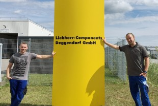 Patrick Trost and Andreas Fink from Liebherr-Aerospace are currently on site in Deggendorf.