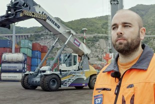 Reachstacker driver Danilo Rippa especially appreciates the comfort and safety of the LRS 545.