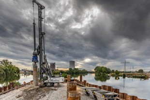 The LB 45 installed 106 foundation piles.