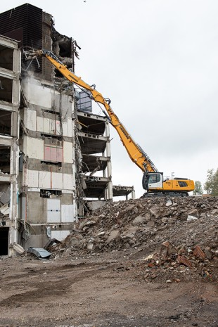 With the R 940 Demolition, Liebherr complements its existing range of demolition excavators R 950 and R 960.