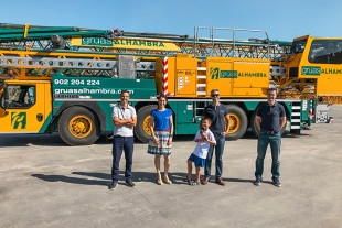 Raúl Molina, Ana Molina, Gorka Molina (son), Abraham Molina (all Grúas Alhambra) and Roberto Insausti (Liebherr) at the handover in Granada.
