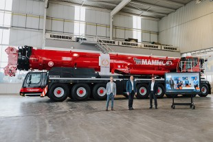 Virtual crane handover: The world's first Liebherr LTM 1650-8.1 mobile crane goes to Mammoet. F.l.t.r.: Manuel Grab, Dieter Walz, Christoph Kleiner (all Liebherr-Werk Ehingen GmbH), Han Rekers (Liebherr Nederland B.V.), Jan Kleijn, Peter van Oostrom and Corné Woestenberg (all Mammoet).