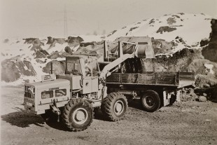Original photograph: The LSL 1500 in a gravel plant in the early 1960s.