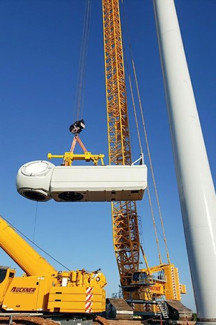 230 tonne power lift – the complete gondola with the drive system and hub is installed in a single hoist.