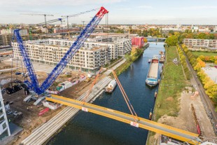 The LR 1800-1.0 hoisted the 196 tonne range with a radius of 48 metres.