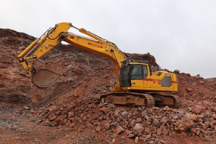 Lorban TP chose a Generation 8 R 945 crawler excavator to replace its Generation 6 R 946.