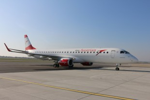 Liebherr supplies the landing gear systems for the E-Jet E1 family. - © Austrian Airlines
