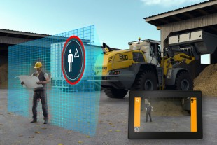 The Liebherr brake assistant automatically decelerates the wheel loader the moment the active personnel detection identifies a source of danger in the rear area.