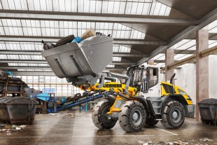Active personnel detection with brake assistant and incident map is also available for the new series of mid-range Liebherr wheel loaders.