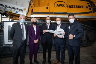Left to right: Martin Schickel (managing director of Liebherr-France SAS), Brigitte Klinkert (Minister of Labour, Employment, Vocational Training and Social Dialogue), Gani Viqa (AWR Abbruch GmbH), Nazmi Viqa (AWR Abbruch GmbH) and Ilmi Viqa (AWR Abbruch GmbH).