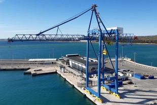 A new Liebherr ship to shore container crane at TMS, Alicante