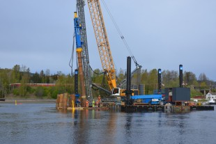 The stability of the LRH 600 is maintained even on the jack-up barge.
