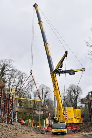 Bridge demolition in Mönchengladbach: the second deployment required the new LTM 1650-8.1 from Flossdorf with a 75-tonne capacity and 22 metre radius.