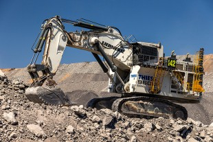 Thiess' R 9600 at Curragh North mine.