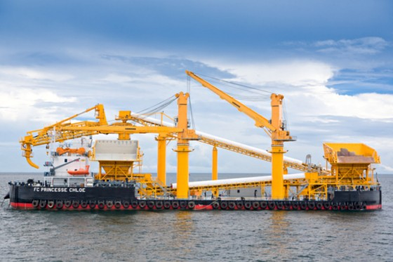 Content-3to2-liebherr-sc-fts-cbg-300-cargo-board-grab-crane-floating-transfer-solution-bulk-handling-princess-chloe-mitra-bahtera-segarasejati-indonesia