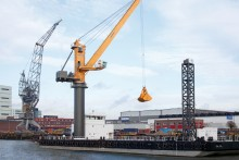 Content-3to2-liebherr-sc-fts-cbg-350-cargo-board-grab-crane-floating-transfer-solution-bulk-handling-bulk-damen-shipyard-netherlands-2