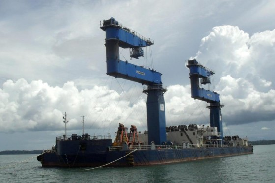 Content-3to2-liebherr-sc-fts-mpg-multi-purpose-grab-crane-floating-transfer-solution-bulk-handling-adani