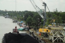 Liebherr LFS 180 coal handling in Indonesia.