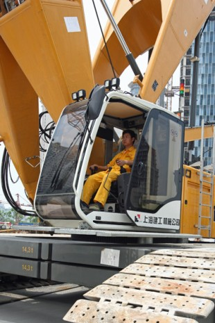 The crane control system provides safety and supports the crane operator.