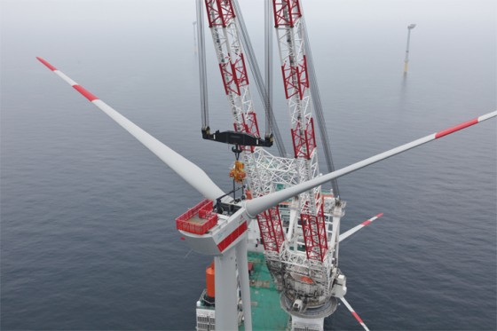 liebherr-oc-cal-45000-crane-around-the-leg-heavy-lift-offshore-wind-plant-installation-innovation-hgo-8