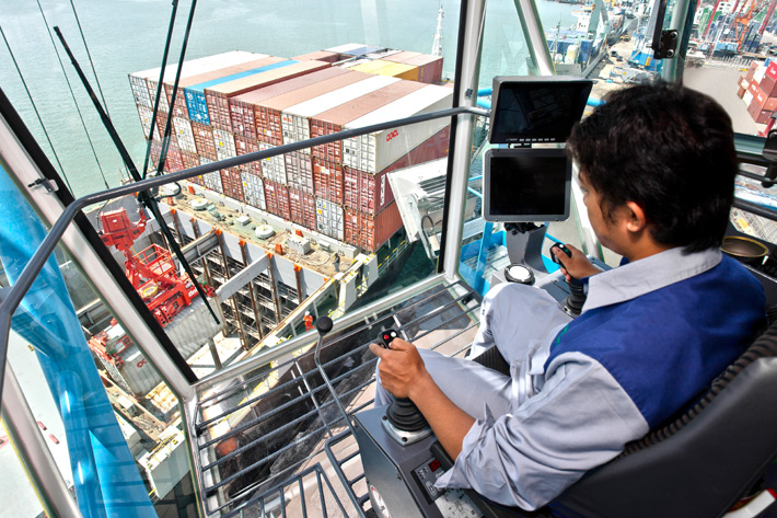 Liebherr maritime crane training courses - Liebherr