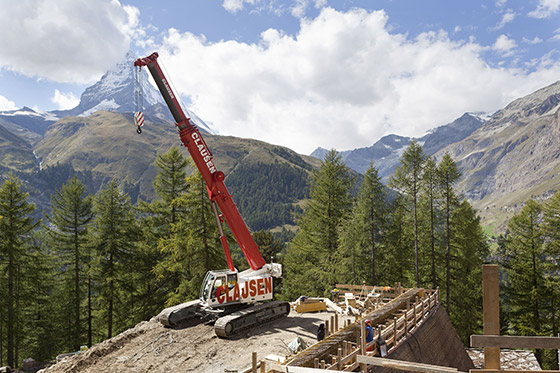 On target: against the backdrop of the Matterhorn the LTR 1060 works on the roof of a mountain railway tunnel.
