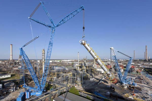 Liebherr LR 11000 and LR 1750 crawler cranes complete a tandem hoist in a refinery - the column weighs 335 tonnes.